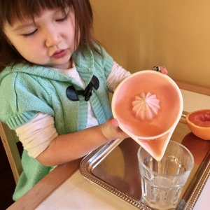 orange-juicing-pouring